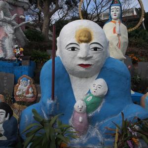 枕崎ぱらだいす!虚を見つめるカラフル珍像たち ~国見山 大国寺~