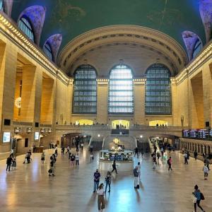 マンハッタンから帰宅中。また駅を乗り過ごし、、、別世界へ行ってきました。