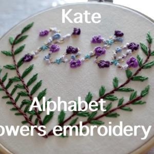 """Kate"" アルファベット花刺繍"