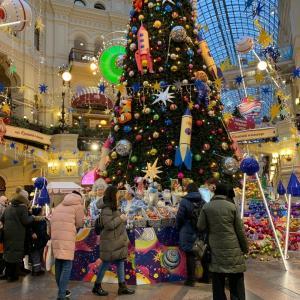 グム百貨店のゴージャスなクリスマスツリー