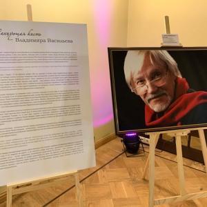 ロシアバレリーナマクシーモアの旦那ワシリエフの絵画展
