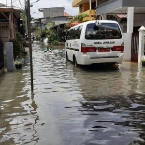 インドネシア首都で豪雨による洪水、先月に続き
