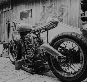 バイクや車と暮らす家