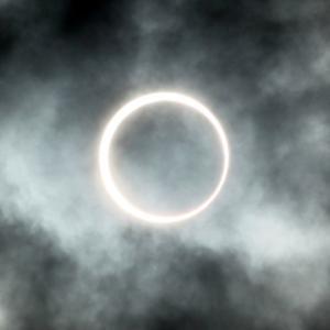 2020年6月の部分日食と2012年5月の金環日食の写真