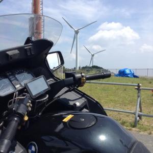 青山高原で風車を観て涼む