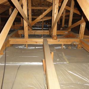 家の寒さの原因は隙間風  断熱施工がまともに出来ない日本の住宅