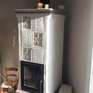 冬に向けて着々と準備 福岡県小郡市に日本初のチロル暖炉設置