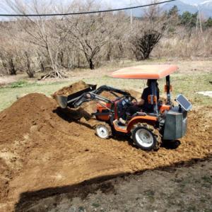 家庭菜園 土をふるいにかける