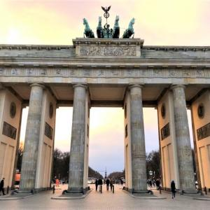 ベルリン到着!歴史の証人に絶品ソーセージ
