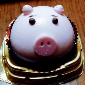 ハッピーバースデー カネゾー 53歳 ブタさん ケーキ オリエンタルショートヘア 猫