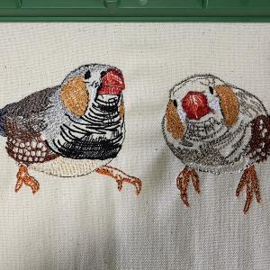 週一回開店日のお知らせと、ついにできた!キンカチョウの刺繍