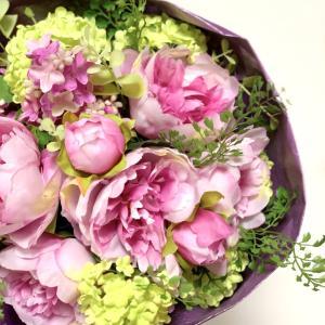 オーダーしたくなっちゃう華やかオーラの花束で、幸せなお稽古時間