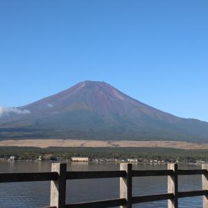 山中湖畔(北側)で富士山と