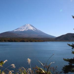富士河口湖町の本栖湖畔にて