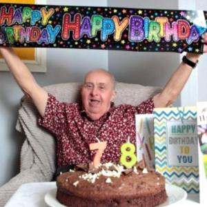ダウン症のある男性、世界最高齢をついにバトンタッチ〈イギリスより〉