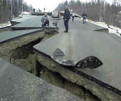 【動画】地震によってバッキバキに割れてしまった米アラスカ州の道路
