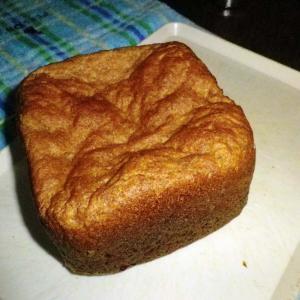 食パンをたくさん食べている夏