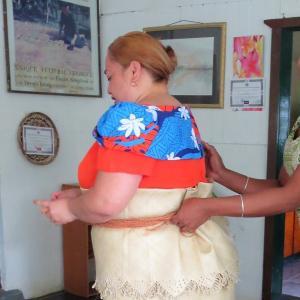 トンガの伝統衣装タオバラを着てみた
