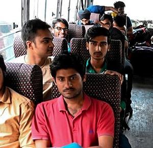インドバス、中はオマーン式  (オマーン)