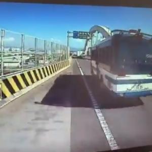 【衝撃】阪神高速でポリバスの危険運転動画