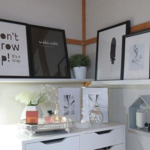 IKEAのチェスト上のデコレーション・モノトーン