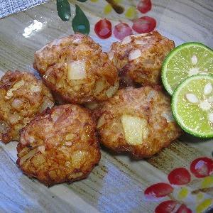 揚げても、鍋に入れても簡単!便利!ゴロッと玉ねぎの肉団子&蓮根鶏つくね鶏ひき肉レシピ2選♪