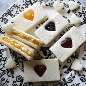 100均グッズがお助けマン!世界一簡単なお子様用サンドイッチとハートジャムパン 作り方!