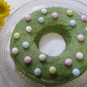 夏に食べたいケーキです♡レインボーラムネずんだ餡ドーナツケーキ♪