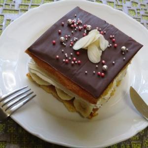 簡単♡手作りスポンジでチョコバナナサンドケーキ♪