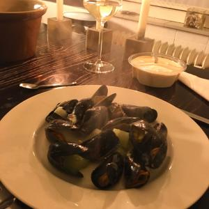 オランダ名物 ムール貝の白ワイン蒸しを堪能♪