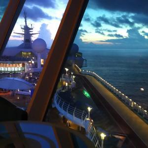 終日航海日のルーティーン♪お気に入りの場所から見る日の出~フライ&クルーズで香港発着ボイジャー・オブザシーズ乗船記ー2019.8月・本編6-1