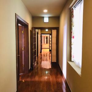 廊下や階段にモノがあふれているのは…