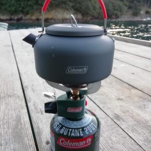 筏で温かい食事はいかが