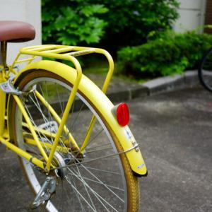 黄色の自転車。