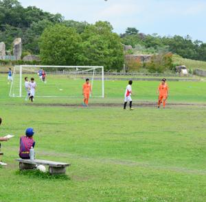 住民イライラ「公園でサッカーをやっている人がいるぞ」