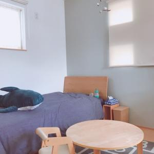 壁紙を替え…モビールを吊るし…一新した子ども部屋