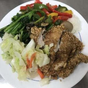 チキン、、、何とかを食べる。「台湾留学487日目」