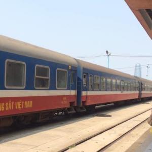 ベトナム国鉄ダナンからハノイへ。寝台列車でベトナム人にサンダルを借りる。