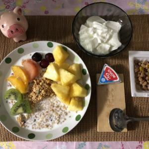 【朝御飯】シリアル+果物+牛乳