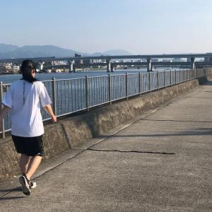 朝の川沿いのお散歩