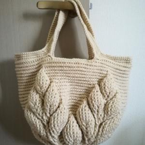 リーフ柄の引き上げ編みバッグ3