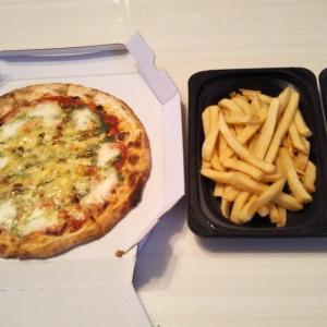 ガストでマルゲリータピザテイクアウトと今日の買い(^^♪