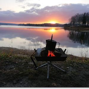 心に染み入る美しき晩秋の湖畔キャンプ