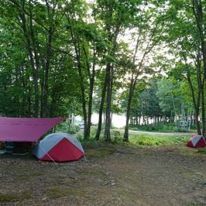 爽やかな湖畔の朝はファミリーキャンプ