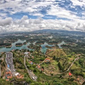 【コロンビア】メデジンからピエドラデルペニョル(悪魔の岩)とグアタペに日帰りで行く方法~2020年情報