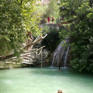 【キプロス】パフォス郊外の観光スポット紹介~夏場の避暑地アドニス浴場&ペトラトゥロミウ
