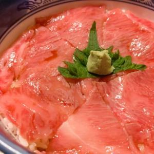 【くまげら・和牛ローストビーフ丼】富良野で食べたいトロけるお肉が好きなあなたにオススメの一品!