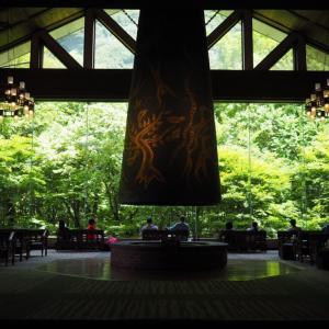 まさかの岡本太郎!奥入瀬渓流ホテル「森の神話」と感動的だった「幸福りんごのミルフィーユ」