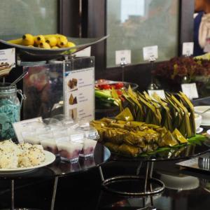 国内線でプライオリティパス使用!スワナンプーム空港のBlue Ribbon Clubラウンジのタイ料理が美味しかった