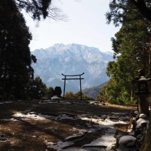 奥の院からの石鎚山の大絶景!第60番「石鉄山 福智院 横峯寺」は雪降り積もる幻想的な白銀の山寺だった